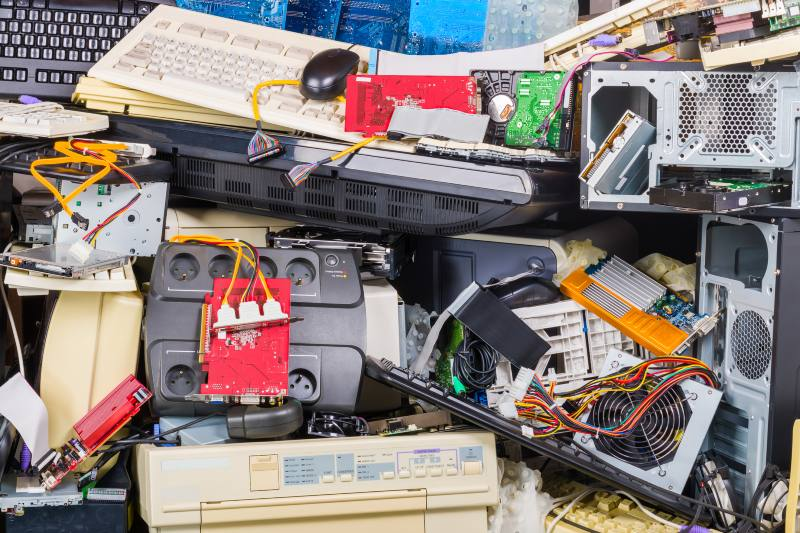 Alquilar electrónicos como solución al exceso de desechos electrónicos