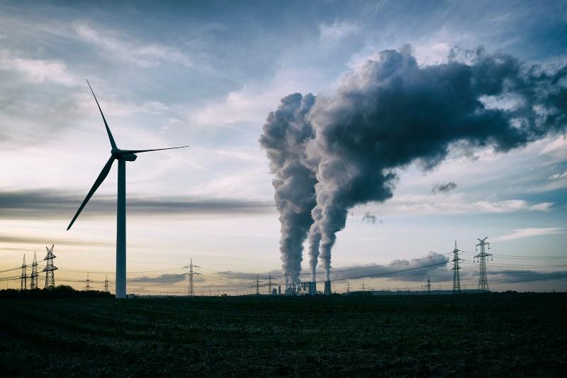 Ambientalistas abogan por abandonar los combustibles fósiles