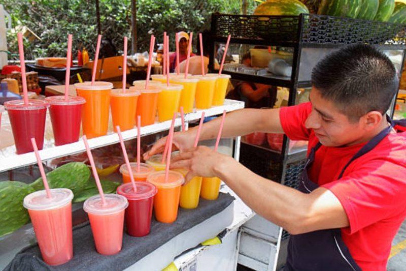 Plástico de un solo uso continúa en Ciudad de México pese a restricciones