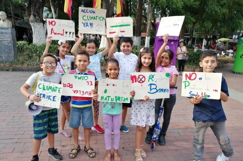 Niños y jóvenes de Colombia exigen al gobierno acción climática