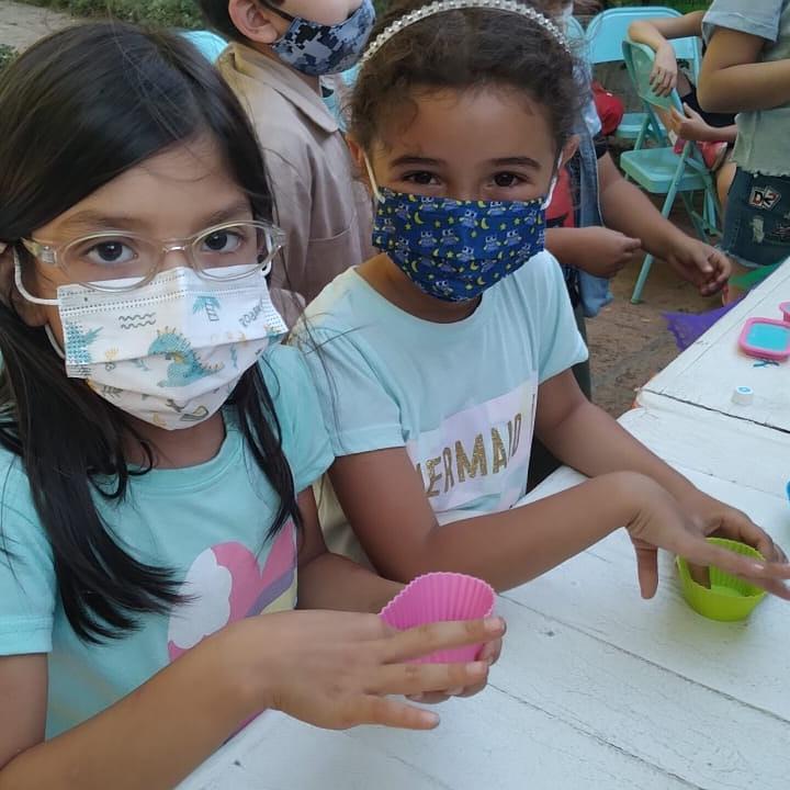 Niñas en un taller de técnicas sustentables - Foto por Patrulla Ecológica