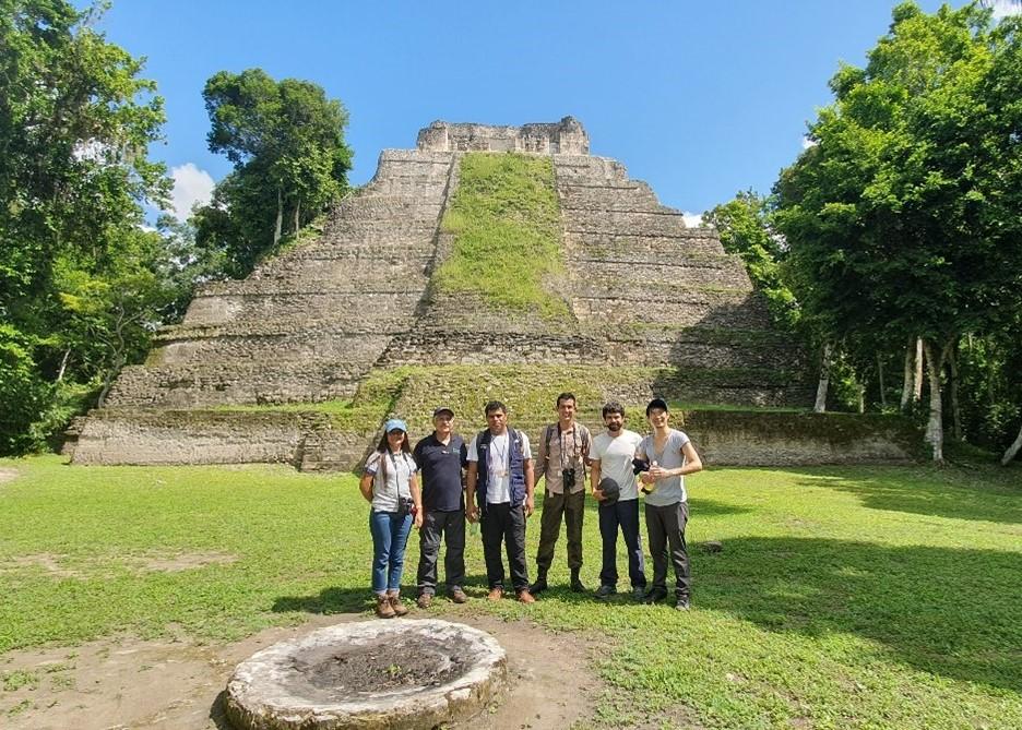 Equipo en Tikal