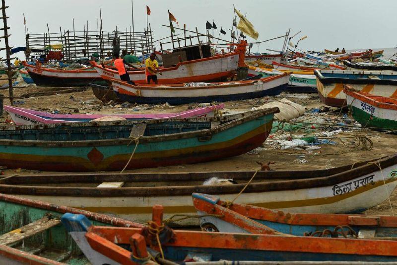 más de 200 mil evacuados en India por paso de ciclón