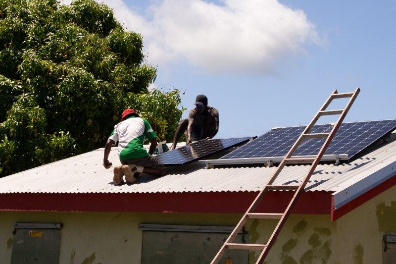 Comunidades más pobres del mundo se benefician de la energía renovable