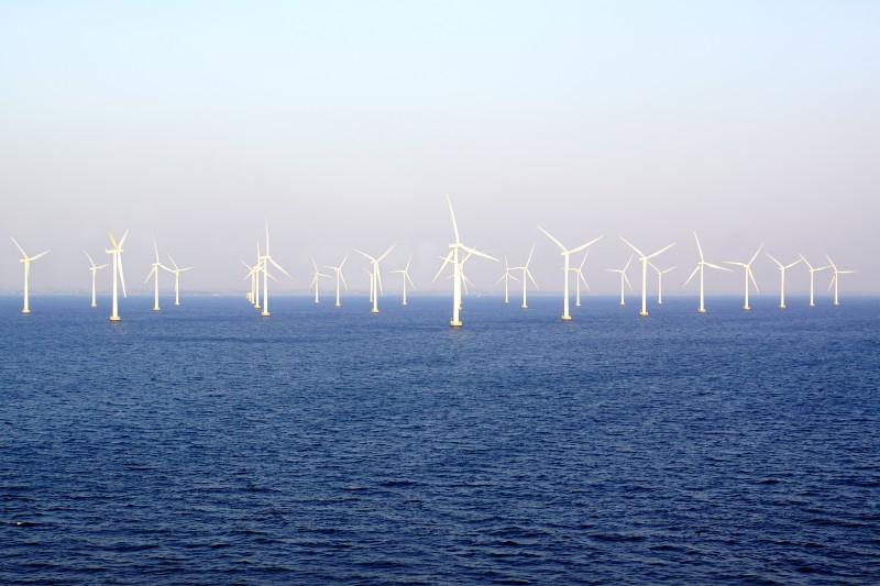Turbinas eólicas flotantes podrían obtener energía del océano profundo