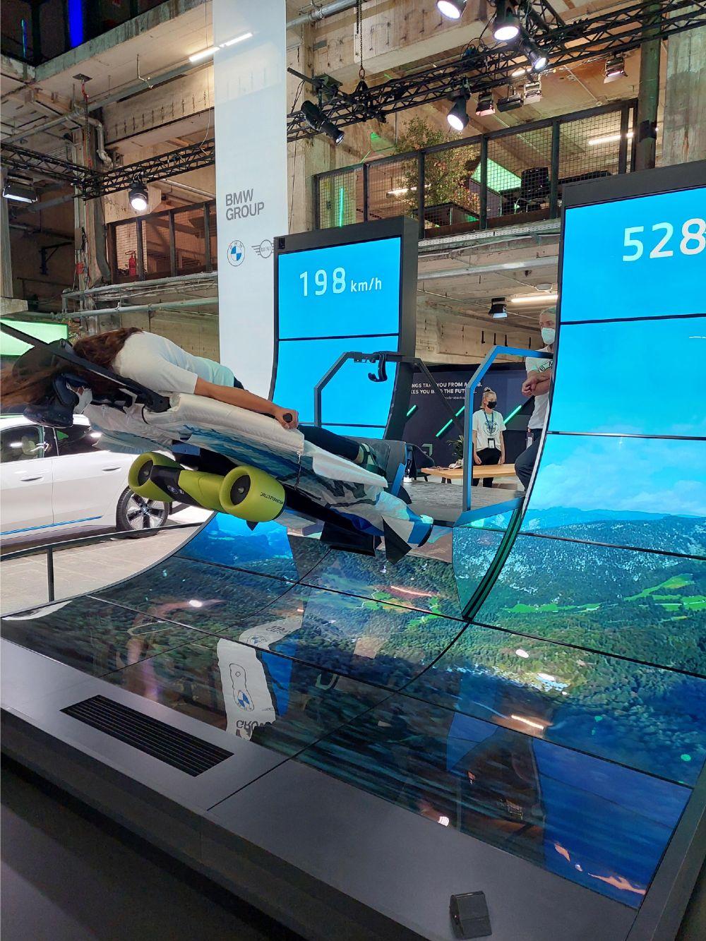 Presentación virtual de traje con alas eléctricas de BMW - Foto por Anisa B/FuturoVerde