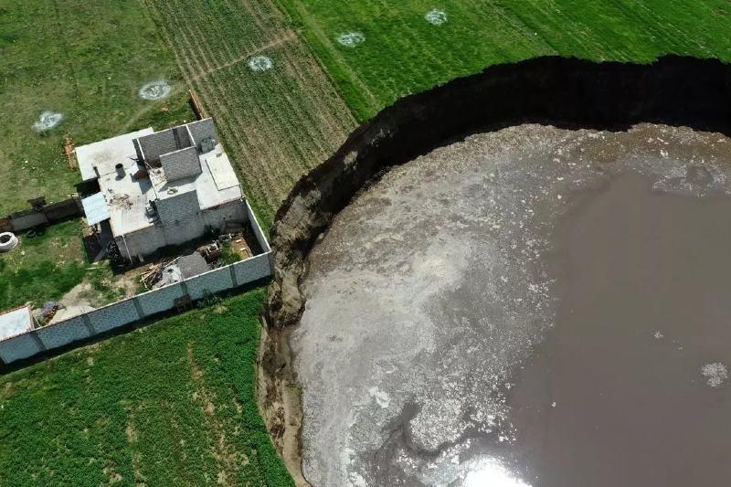 México: se abre gran hoyo en la tierra