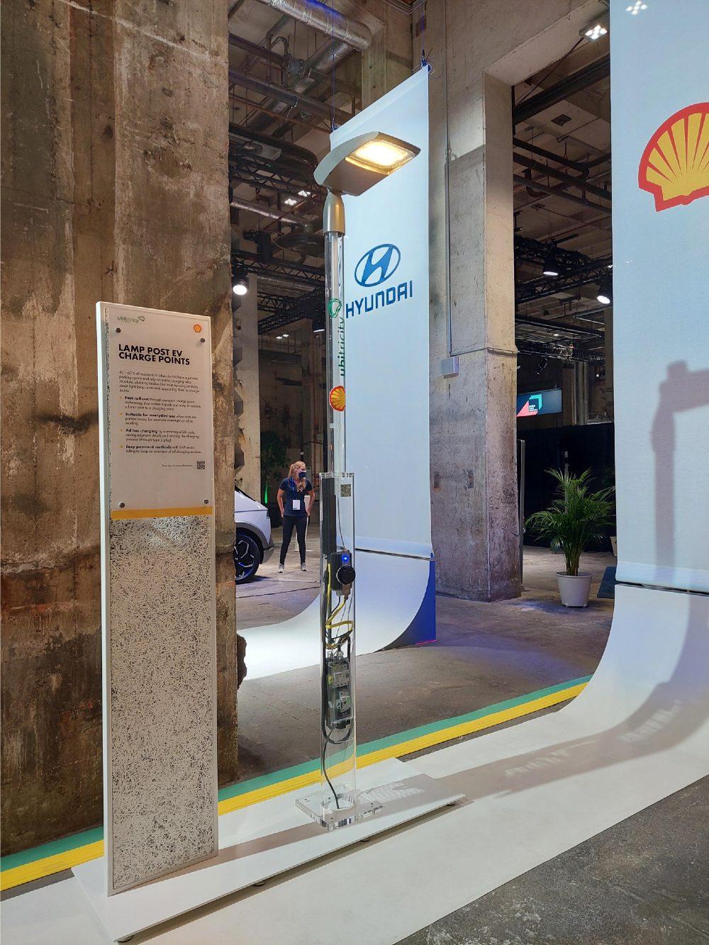 Puesto de carga en la vía pública de Shell - Foto por Anisa B/Futuro Verde
