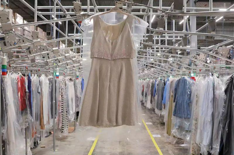 El alquiler de ropa puede ser más contaminante que desecharla