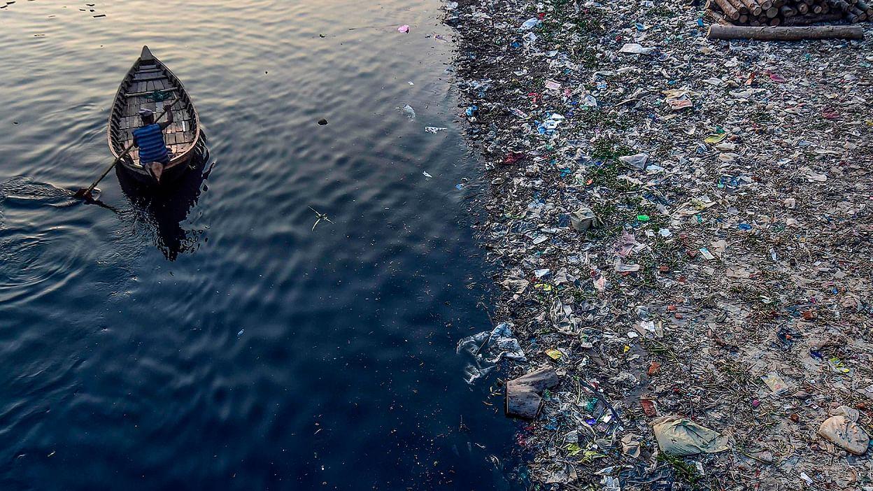 Superficie de los océanos, lagos y ríos contaminados por plástico - Foto Gettyimages