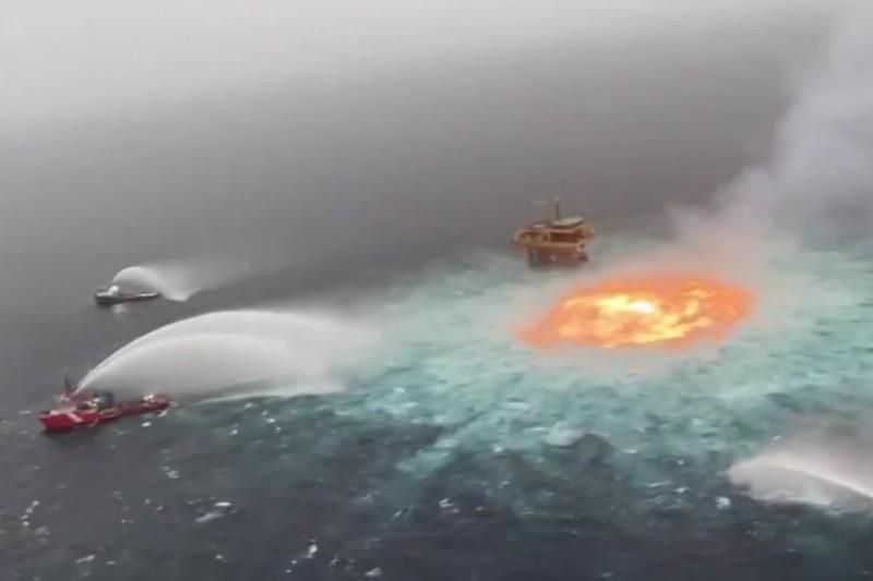 Golfo de México en llamas por explosión de tubería de petróleo