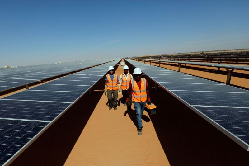Japón quiere reducir agresivamente sus combustibles fósiles y aumentar las energías renvoables.