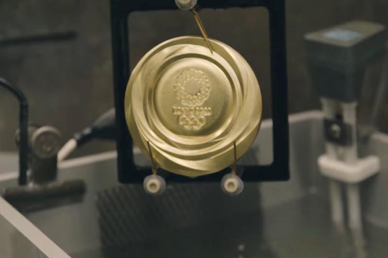 Ciudadanos de Japón donaron sus dispositivos electrónicos para la realización de las medallas olímpicas.