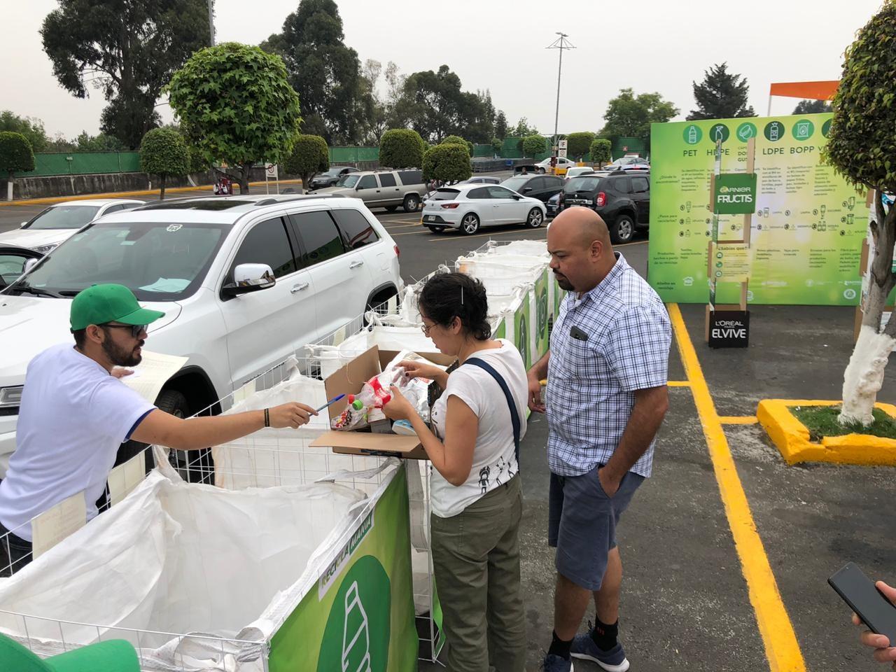 Campaña de reciclaje fuera de supermercados - Foto por Ecolana