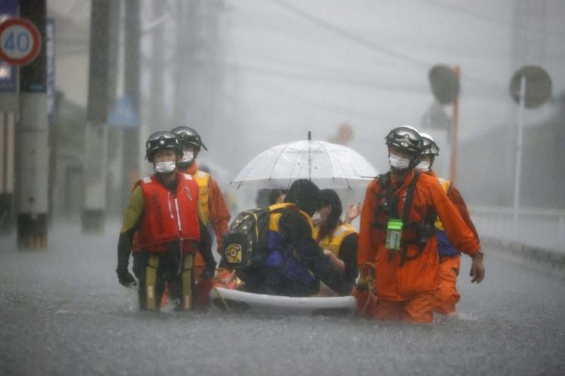 Millones de personas buscan refugio en Japón tras inundaciones