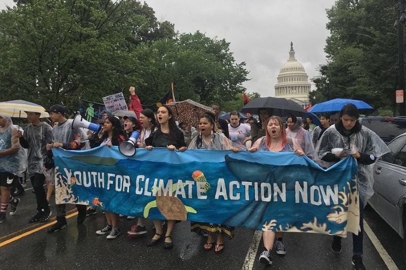 Aquí te presentamos nueve jóvenes activistas climáticos.