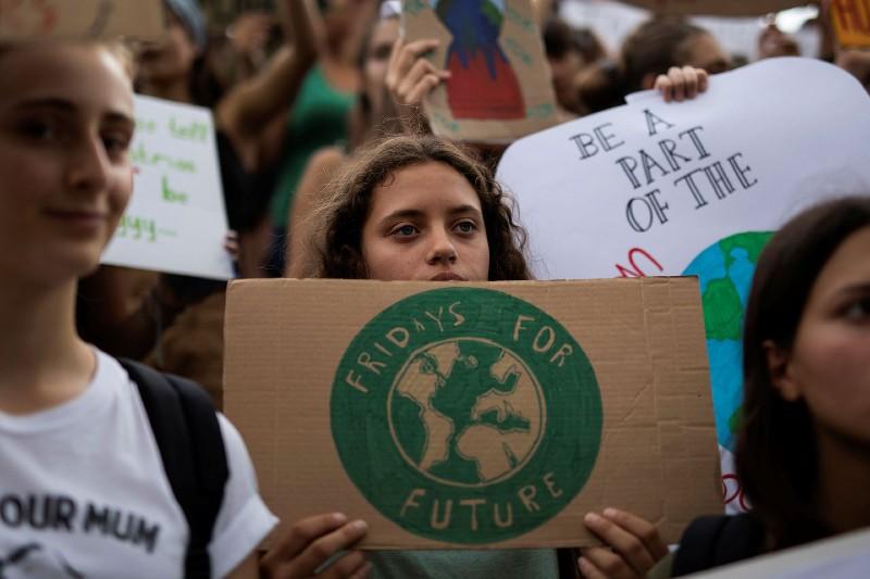 Jóvenes de todo el mundo demuestran que están preocupados por el cambio climático y el futuro que les espera.