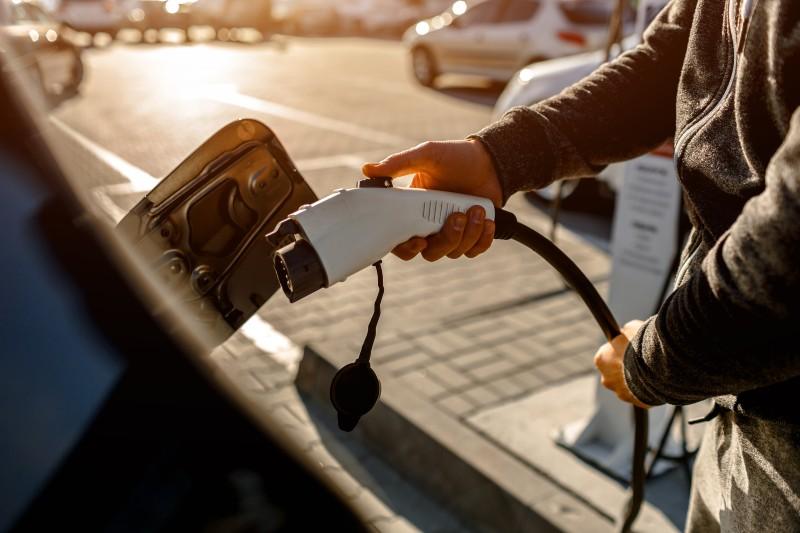Iniciativa quiere mejorar baterías para vehículos eléctricos
