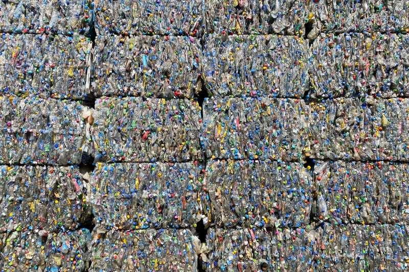 Las emisiones del plástico serán mayores a las del CO2 para 2030.