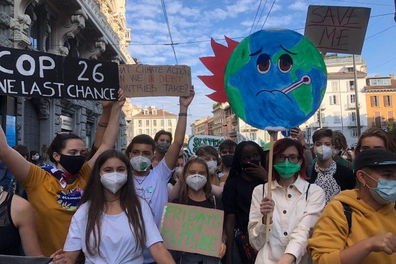 Jóvenes activistas exigen justicia climática en la pre-cop26