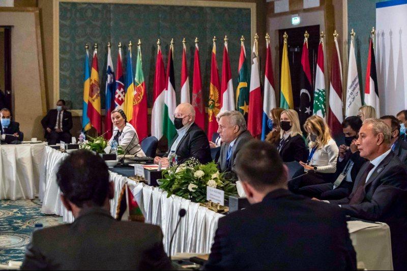 Países de la Unión por el Mediterráneo se reúnen para discutir sus compromisos climáticos.