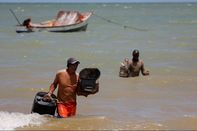 Venezuela: derrame de petróleo afecta a los pescadores